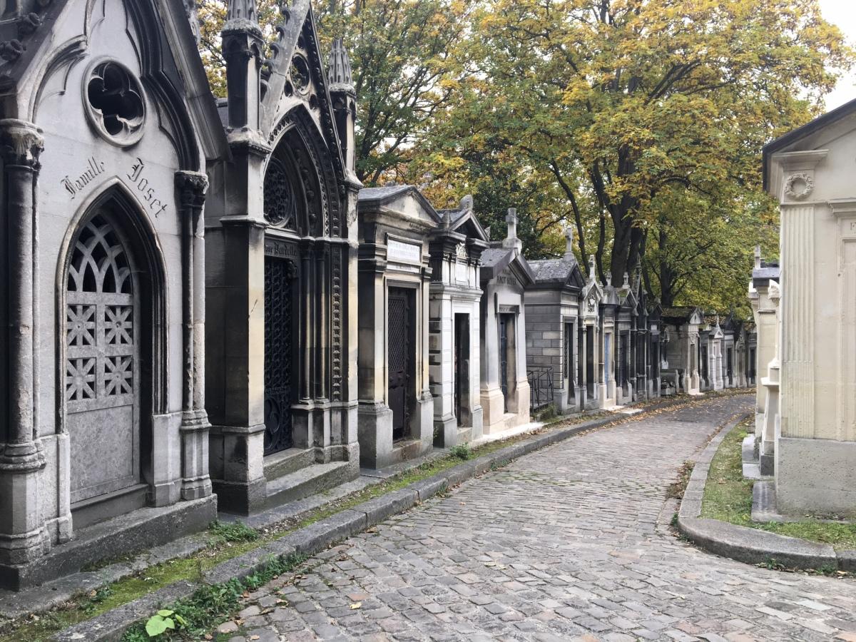 Petit guide explicatif des symboles funéraires au Père Lachaise