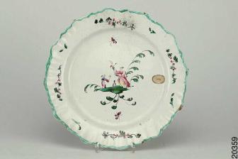 Assiette à décor chinois de Moustiers - © Tournier Pascal / Mâcon, musée des Ursulines