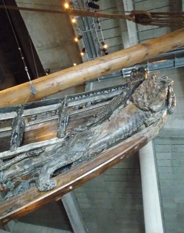 """Proue du navire ; le lion, symbole du roi Gustave Adolf II, le """"Lion du Nord"""", est fréquemment employé dans le décor du navire"""