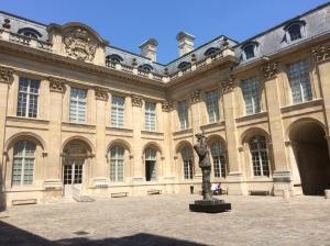 La cour de l'hôtel de Saint-Aignan