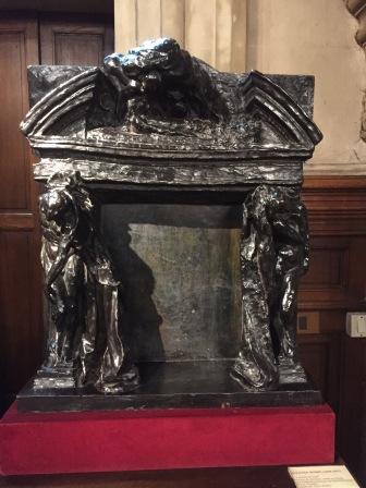 Maquette en bronze de la cheminée de la grande salle réalisée par Rodin