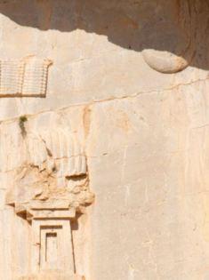 Détail du relief du tombeau de Xerxès I, Naqsh-e Rostam ©Antikforever
