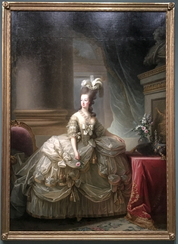 Marie-Antoinette_en_grand_habit_de_cour_-_1778_-_Elisabeth_Louise_Vigée_Le_Brun.jpg