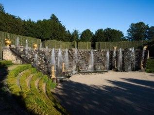 Le bosquet de la salle de bal ou dit des rocailles est le dernier bosquet aménagé par Le Nôtre, entre 1680 et 1685. Il était auparavant doté d'un îlot qui supportait une piste de danse circulaire.