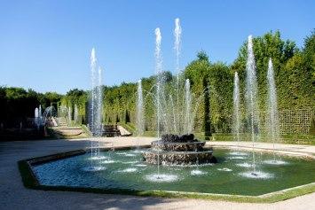 Le bosquet des trois fontaines, créé par André Le Nôtre en 1677 a été restitué à l'identique en 2005. Crédits : Château de Versailles