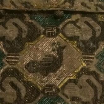 Détail de l'aumônière aux cygnes et aux paons, toile de lin, taffetas de soie, conservé au musée de Cluny