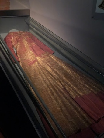 La robe d'or de Margareta, état actuel. Crédits : Anne-Kristine SINDVALD LARSEN http://refashioningrenaissance.eu/tag/uppsala-seminar/