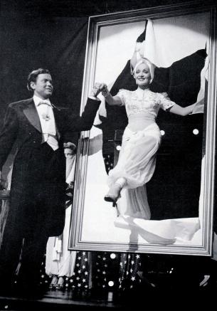 O.Welles et M.Dietrich dans Follow the Boys, 1944.